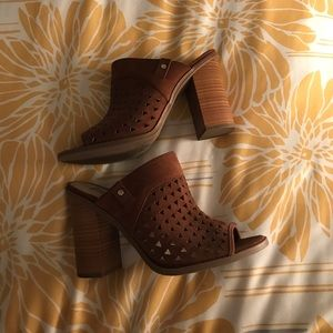 Super cute chunky heel heels